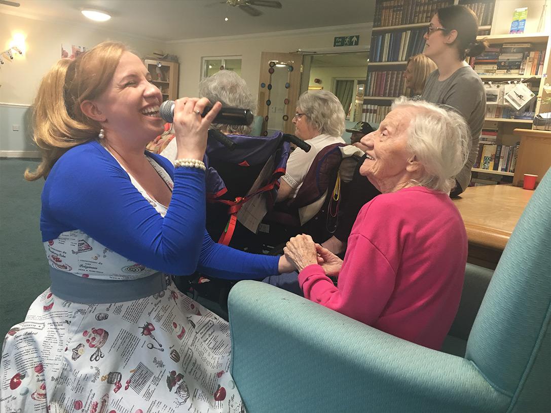 Singer Debbie Watt with Romford resident Joan Kelly